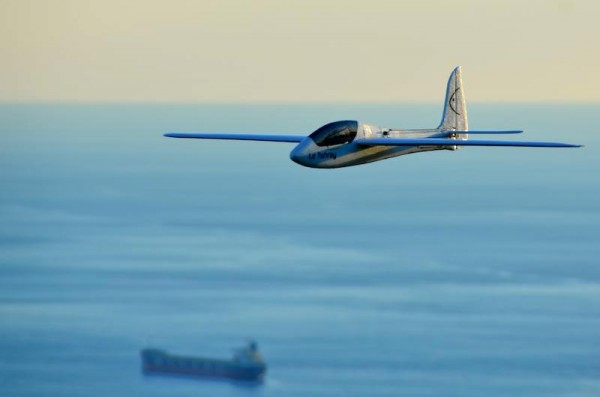 http://www.slopeaerobatics.com/wordpress/wp-content/uploads/2012/12/fishray_flies-600x397.jpg